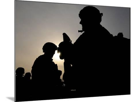 Us Soldiers Belonging to the Nato-Led International Security Assistance Force--Mounted Photographic Print