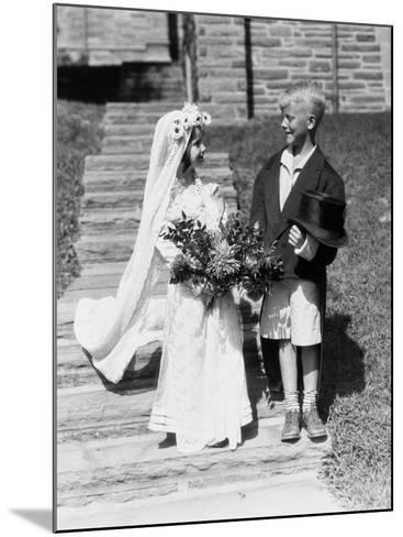 Young Bride and Groom-H^ Armstrong Roberts-Mounted Photographic Print