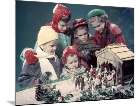 Five Children Looking in Window at Nativity Scene-H^ Armstrong Roberts-Mounted Photographic Print