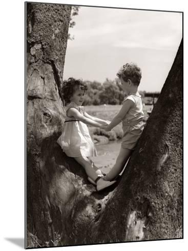 Boy and Girl Holding Hands-H^ Armstrong Roberts-Mounted Photographic Print
