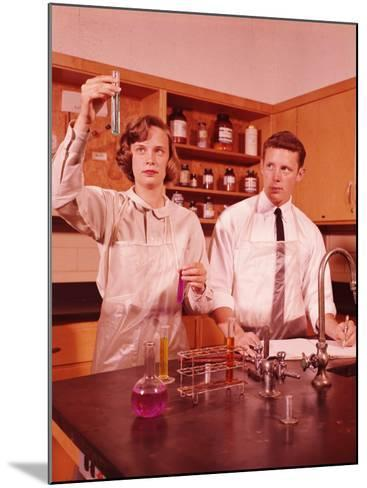 Students Conducting Chemistry Experiment-H^ Armstrong Roberts-Mounted Photographic Print