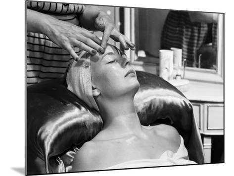 Face Massage-Chaloner Woods-Mounted Photographic Print
