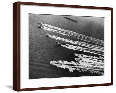 Long Sprint-Central Press-Framed Art Print