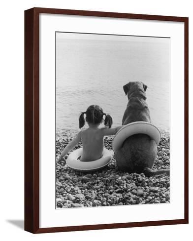Side by Side-Hulton Archive-Framed Art Print