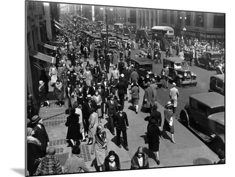 New Yorkers-Hulton Archive-Mounted Photographic Print