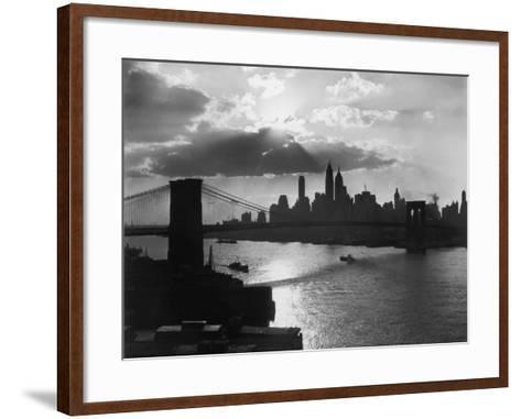 New York Silhouette-Hulton Archive-Framed Art Print