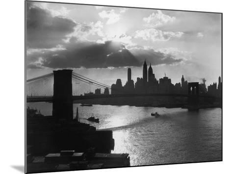 New York Silhouette-Hulton Archive-Mounted Photographic Print