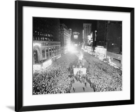 VIEW OF A CROWDED TIMES Square, NEW YORK City, ON NEW YEARS Eve, 1942-Archive Holdings Inc.-Framed Art Print
