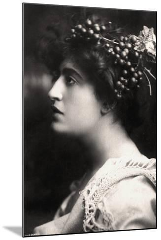 Constance Collier (1878-195), British Actress, 1900s-Foulsham and Banfield-Mounted Photographic Print