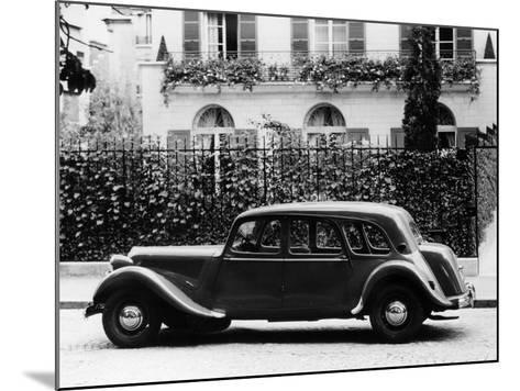 1954 Citroën 15CV Familiale Parked Outside a House--Mounted Photographic Print