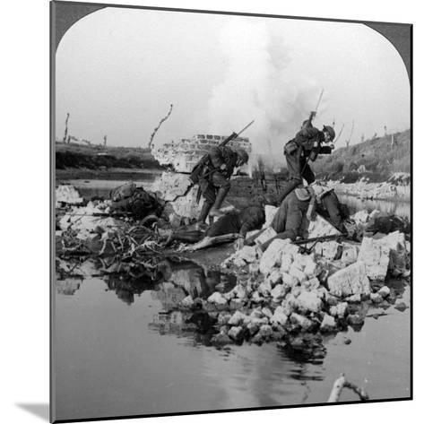British Soldiers in Action at the Crozat Canal, France, World War I, 1914-1918--Mounted Photographic Print
