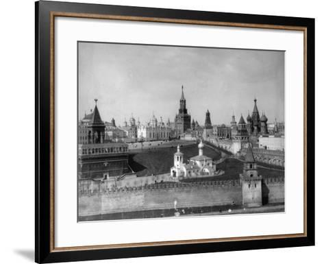 View of the Moscow Kremlin from the Moskva River, Russia, C1908-C1910- Scherer Nabholz & Co-Framed Art Print