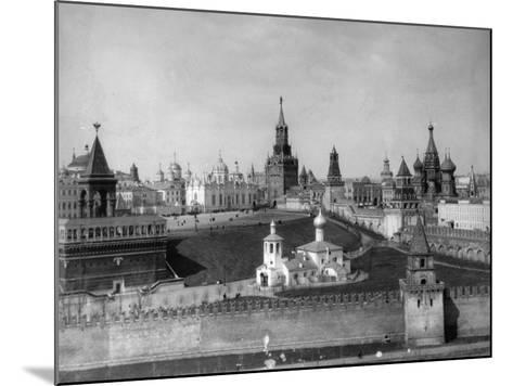 View of the Moscow Kremlin from the Moskva River, Russia, C1908-C1910- Scherer Nabholz & Co-Mounted Photographic Print