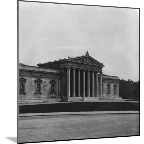 The Glyptothek, Munich, Germany, C1900s-Wurthle & Sons-Mounted Photographic Print