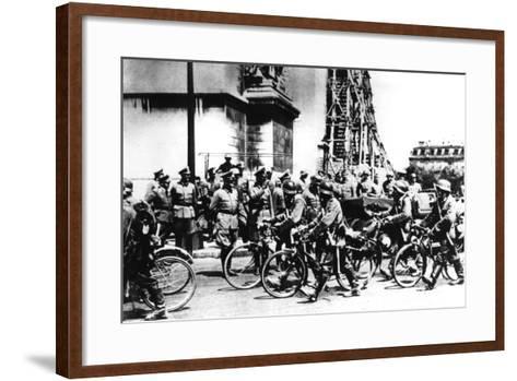 German Soldiers Marching Past the Arc De Triomphe, Paris, 14 June 1940--Framed Art Print