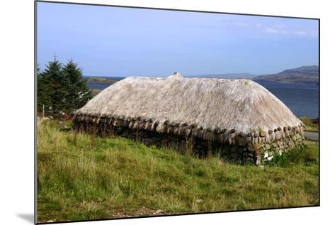 Black House, Colbost Folk Museum, Skye, Highland, Scotland-Peter Thompson-Mounted Photographic Print