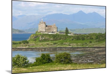 Duart Castle, Near Craignure, Mull, Argyll and Bute, Scotland-Peter Thompson-Mounted Photographic Print