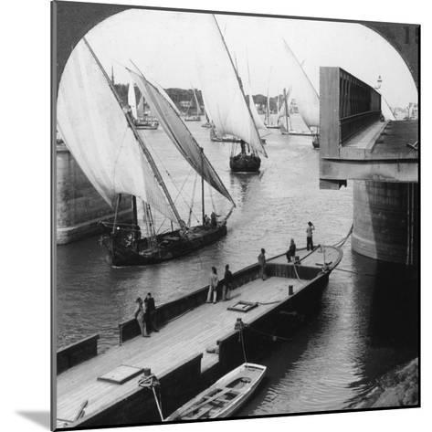 The Great Nile Bridge, Cairo, Egypt, 1905-Underwood & Underwood-Mounted Photographic Print