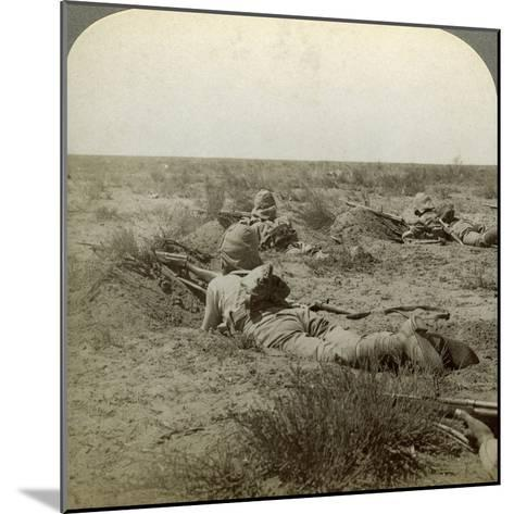 On the Fighting Line with the Queen's Finest, Modder River, South Africa, Boer War, 1899-1902-Underwood & Underwood-Mounted Photographic Print