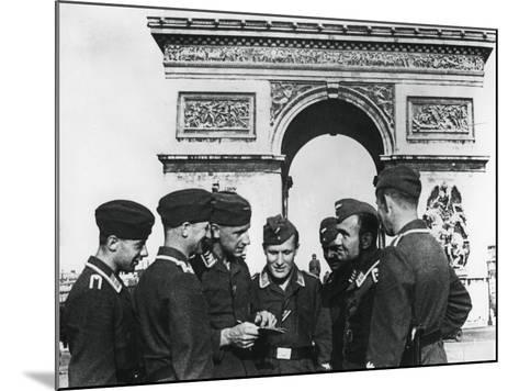 Occupying German Troops at the Arc De Triomphe, Paris, June 1940--Mounted Photographic Print