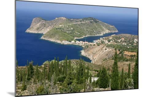 Assos, Kefalonia, Greece-Peter Thompson-Mounted Photographic Print