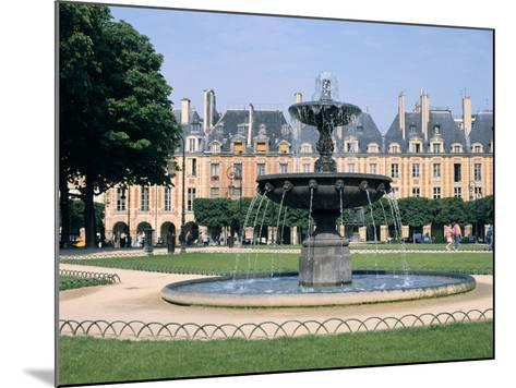 Place Des Vosges, Paris, France-Peter Thompson-Mounted Photographic Print