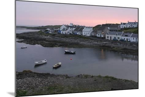 Portnahaven, Islay, Argyll and Bute, Scotland-Peter Thompson-Mounted Photographic Print