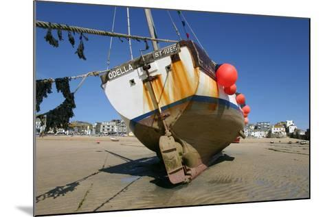 Fishing Boat in the Harbour at Low Tide, St Ives, Cornwall-Peter Thompson-Mounted Photographic Print