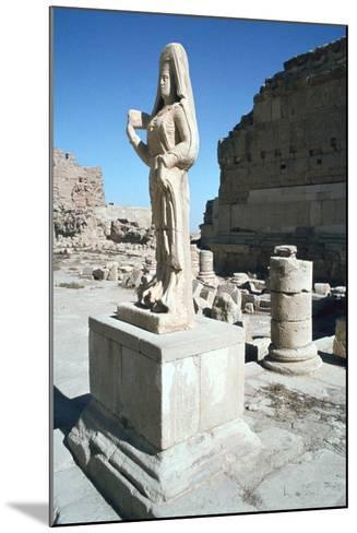 Statue of a Parthian Princess, Hatra (Al-Hadr), Iraq, 1977-Vivienne Sharp-Mounted Photographic Print