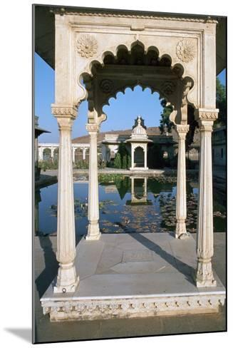 Jag Mandir, Udaipur, Rajasthan, India-Vivienne Sharp-Mounted Photographic Print