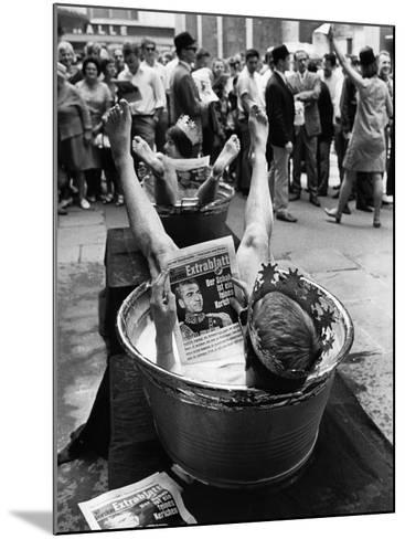 "Protesters Sit in Bath Tubs and Read the Satirical Newspaper ""Pardon""--Mounted Photographic Print"