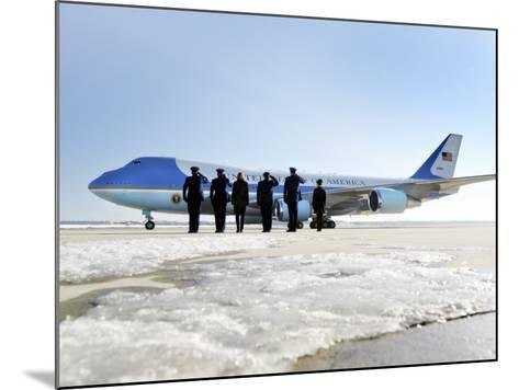 Air Force One, with President Obama and His Family Aboard, Prepares to Depart--Mounted Photographic Print