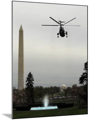 Marine One, with President Barack Obama Aboard, Leaves the White House in Washington--Mounted Photographic Print