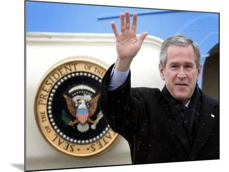 U.S. President George W. Bush Waves as He Steps out of the Air Force One--Mounted Photographic Print
