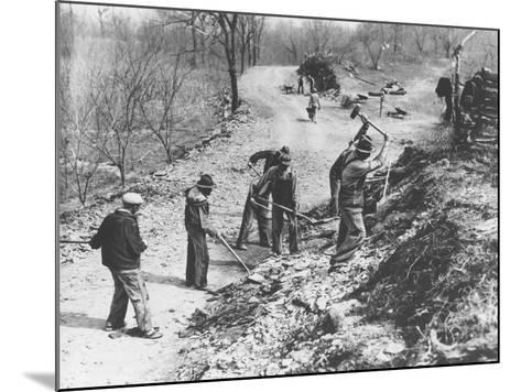 Works Progress Administration (Wpa) Workers Build a New Farm-To-Market Road--Mounted Photographic Print