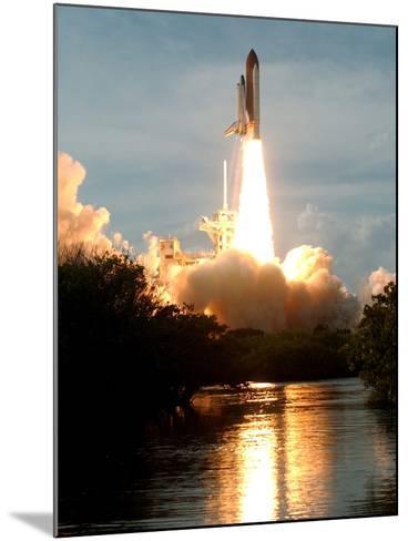 APTOPIX Space Shuttle-Paul Kizzle-Mounted Photographic Print