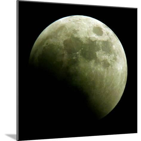 Lunar Eclipse-Harry Cabluck-Mounted Photographic Print