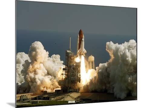 Space Shuttle-John Raoux-Mounted Photographic Print