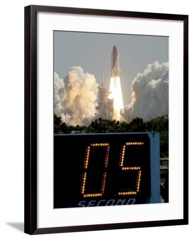 Space Shuttle Discovery-Marta Lavandier-Framed Art Print
