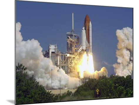 Space Shuttle Discovery-Paul Kizzle-Mounted Photographic Print