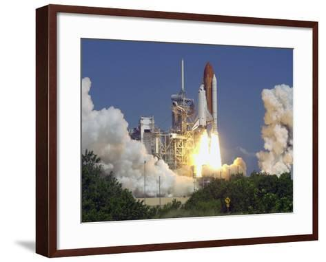 Space Shuttle Discovery-Paul Kizzle-Framed Art Print