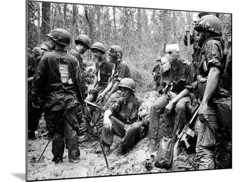 Vietnam War - U.S. Army Zone D-Henri Huet-Mounted Photographic Print
