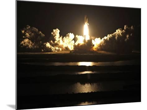 APTOPIX Space Shuttle-John Raoux-Mounted Photographic Print