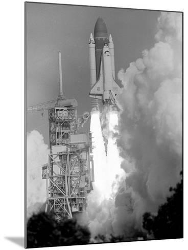 Space Shuttle Challenger-Bruce Weaver-Mounted Photographic Print