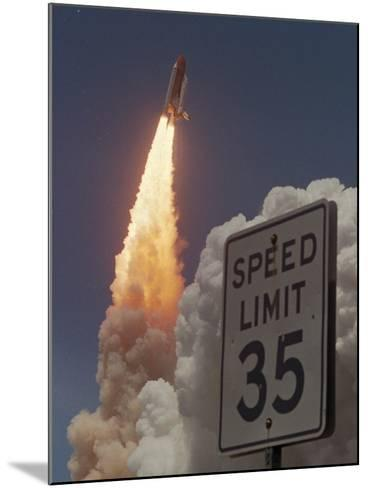 Space Shuttle-Chris O'Meara-Mounted Photographic Print