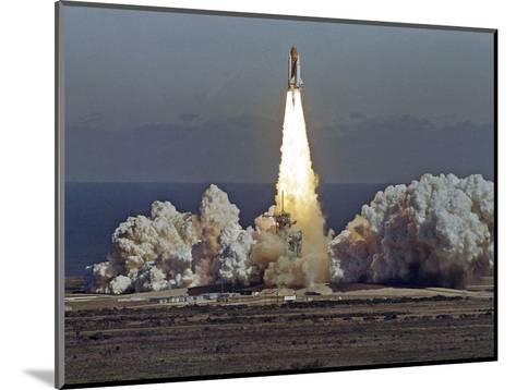 Space Shuttle Challenger 1986-Thom Baur-Mounted Photographic Print