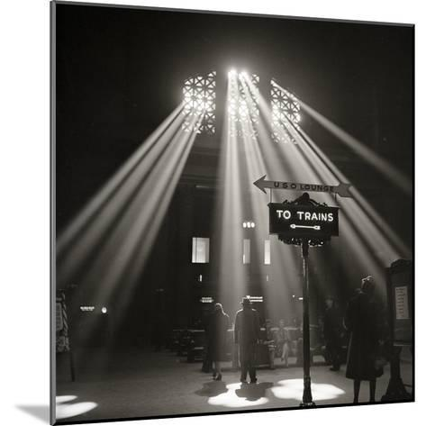 Waiting Room of the Union Station, Chicago--Mounted Photographic Print