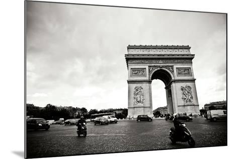 Arc de Triomphe II-Erin Berzel-Mounted Photographic Print