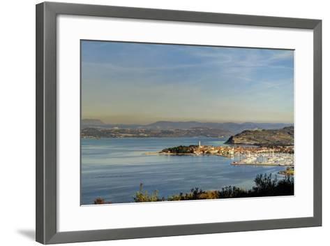 Isola / Izola-sanjanjam-Framed Art Print