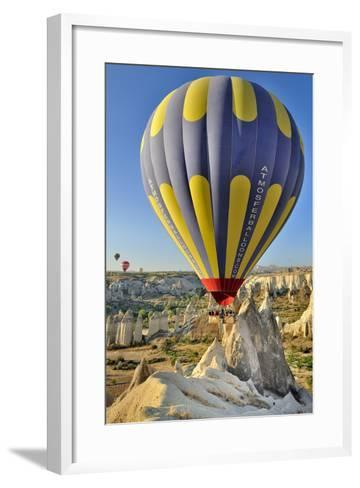 Turchia, Cappadocia, Goreme Voli in Mongolfiera-frenk58-Framed Art Print